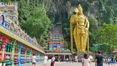 calcário : Kuala Lumpur,Malaysia - December 15 , 2018: Batu Caves is a limestone hill that has a huge statue of The Lord Murugan Giant located at the entrance of Batu Caves. Vídeos