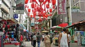 сувениры : Kuala Lumpur,Malaysia - June 2, 2019 : Petaling Street is a chinatown which is located in Kuala Lumpur,Malaysia.It usually crowded with locals as well as tourists. People can seen exploring around it.
