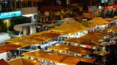 среда : Kuala Lumpur,Malaysia - Sept 5,2019 : People can seen shopping and exploring around Taman Cannaught night market in every Wednesday,it sells everything from tasty foods, inexpensive clothing and etc.