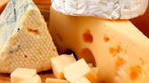 poroso : many delicious aged cheeses on wooden plate Vídeos