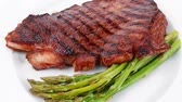 chřest : meat table : grilled beef fillet with asparagus served plate 1080p 1920x1080 intro motion slow hidef hd