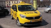 litwa : Vilnius, Lithuania. Yellow Dacia Taxi Car Parked In Near Market In Spring Day
