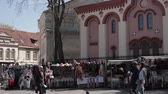 litwa : Vilnius, Lithuania. Local Market Near Church of St. Paraskeva