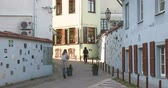 litwa : Vilnius, Lithuania - September 29, 2017: People Walking Near Literatu Street - One Of The Oldest Streets In The Old Town Of Vilnius, Lithuania. Wall Literary Works Of Art. Literatu Street Wall Wideo