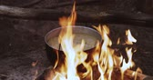 lagerfeuer : Old Retro Camp Saucepan Boiled Water For Soup Preparation On A Fire In Forest. Flame Fire Bonfire At Summer Evening