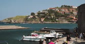 středozemský : Collioure, France - May 16, 2018: People Tourists Resting And Walking In Coast Across The Bay In Sunny Day Dostupné videozáznamy