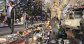 antyki : Tbilisi, Georgia - November 11, 2018: Shop Flea Market Of Antiques Old Retro Vintage Things On Dry Bridge. Swap Meet In Tbilisi Wideo