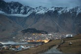 ジョージアン : Stepantsminda, Georgia. Countryside Landscape At Evening Night Time On Mountain Background In Kazbegi District, Georgia. Road To Village In Autumn Season. Time Lapse Day To Night Transition.