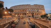 kolosseum : Rome, Italy. Colosseum Also Known As Flavian Amphitheatre. Traffic In Rome Near Famous World Landmark In Evening Time