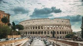 kolosseum : Rome, Italy. Colosseum. Traffic Near Flavian Amphitheatre. Famous World Landmark. UNESCO Stock Footage