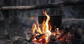 mutfak gereçleri : Old Retro Camp Saucepan Boiled Water For Soup Preparation On A Fire In Forest. Flame Fire Bonfire At Summer Evening