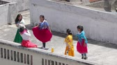 nativo americano : Ethnic dance group rehearsing on a rooftop in Ecuador