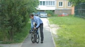 commute : Businessman folding bicycle Stock Footage