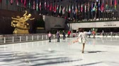 centre de loisir : Patinage Fun au Rockefeller Center Vidéos Libres De Droits