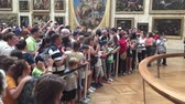 anêmona : Shot of People standing in line to shoot the Mona Lisa