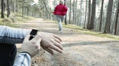 conselho : Unrecognizable fitness trainer in park with overweight woman running. Vídeos
