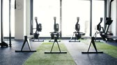 ginásio : Rowing machines in empty modern gym room. Fitness center.