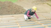 bloco : Young woman worker on the construction site.