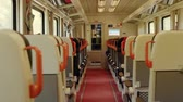 ferrovia : Interior of a moving train with empty seats.