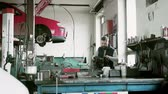 Man mechanic repairing a car in a garage. Stok Video