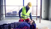 cuidado : Accident of a man worker at the construction site.