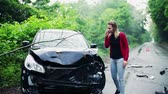 pontapé : Young frustrated woman making a phone call after a car accident.