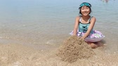 весь : Japanese girl enjoys sea bathing Стоковые видеозаписи