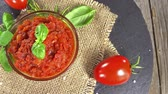 preservação : Portion of homemade tomato sauce as loopable 4K UHD footage Stock Footage