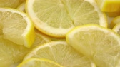 úsek : Homemade sliced Lemons (rotating) as detailed 4K UHD footage (seamless loopable) Dostupné videozáznamy