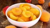абрикос : Rotating Canned Apricots (seamless loopable 4K UHD footage)