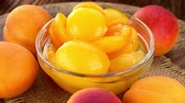 абрикос : Fresh made canned apricots (seamless loopable; 4K)
