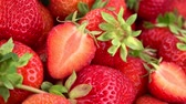 nutrição : Rotating Strawberries (seamless loopable 4K UHD footage)