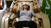 koltuk : Massage chair and girl in goggles