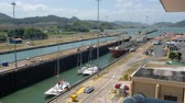 глобализация : Panama City, Panama - march 2018: Ships crossing the Panama Canal at Miraflores Locks, Panama City Стоковые видеозаписи