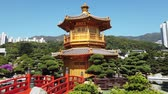 왕조 : Golden Pavilion in Nan Lian Garden in Hong Kong. The classical chinese garden