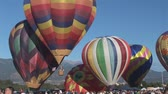 gorąco : Big group of hot air balloons lifts off