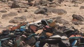 bóia : Washed up heap of shoes at ocean