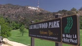 поездка : The iconic Hollywood sign as seen from Hollywood Hills Park