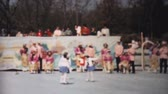 nostalgie : Scenes from an outdoor Figure Skating year end show in Philadelphia, Pennsylvania in 1962. Dostupné videozáznamy