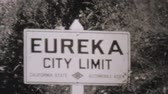 verão : Leaving Eureka California and entering Oregon on a summer holiday driving trip in 1940.