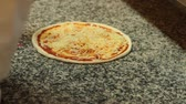 impasto pizza : Fare la pizza. Filmati Stock