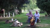repousante : The elderly couple joyfully enjoy the peace of eggs on the campfire
