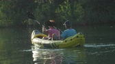 veslo : SLOW MOTION CLOSE UP: Mature couple canoeing on beautiful calm river at summer sunset Dostupné videozáznamy