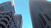 глянцевый : SLOW MOTION CLOSE UP: Driving though busy San Francisco downtown business district with high glassy skyscrapers and big contemporary office buildings
