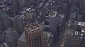 blok mieszkalny : AERIAL: Flying above rooftops of highly populated residential buildings, apartments, condos and flats in culturally important neighborhood of East Village in New York borough of Manhattan on sunny day Wideo