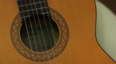 Close up of classic guitar sound hole with vibrating strings. Vídeos