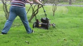 itme : Mowing Tall Grass Avoiding Branches Stok Video