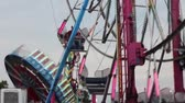 zíper : Close Up of the Ferris Wheel, Zipper, and Spinner rides at the carnival