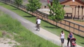 lovaglás : People Riding Bikes at the Park
