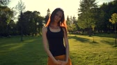 плющ : Summer woman portrait om sunset or sunrise smiling outdoors at the park. Ginger redhaired.